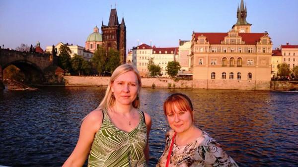 Annika ja Kertu laevaretkel.jpg