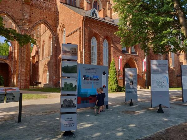 Tartu_toomkiriku_ja_Toomemäe_väliekspositsioon_lastega__Foto_Piret Tamm.jpg