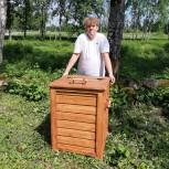 8. klassi loovtööna valminud puidust prügikast